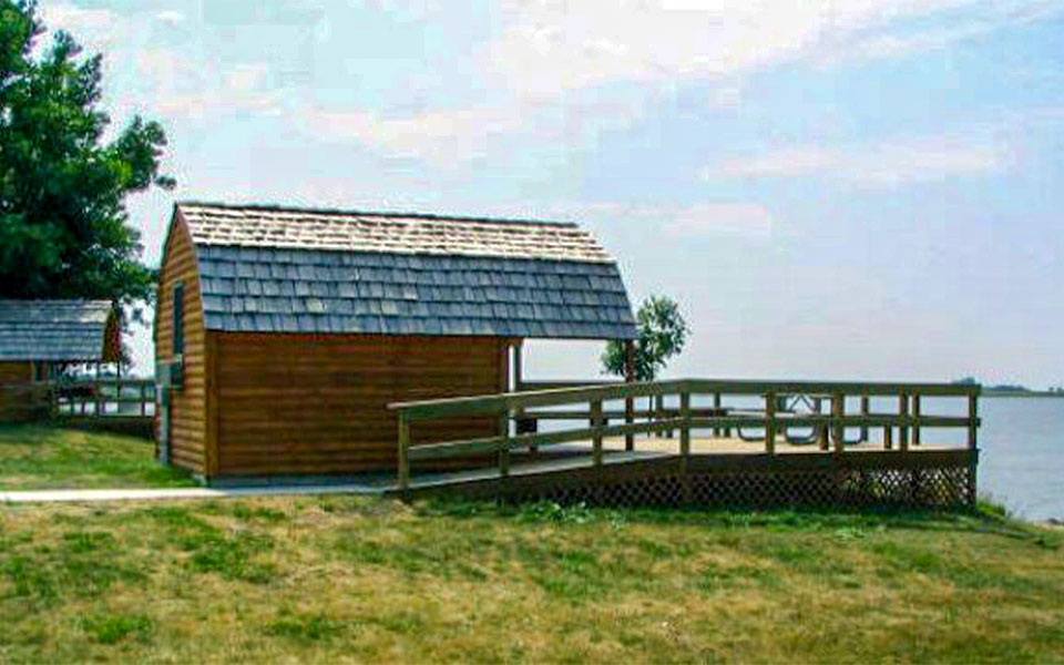 Cabin on Lake Thompson